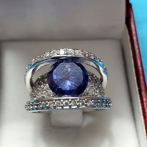 Large Royal blue stone set in silver ring size 6